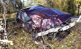 Пьяный эстонец разбил в хлам BMW, отделавшись при этом царапиной
