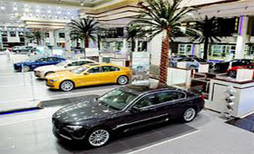 BMW открыл самыл крупный салон в мире