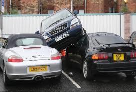 Женщины паркуют свои машины дольше, но аккуратно
