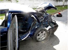 В Киеве таксист врезался в грузовик