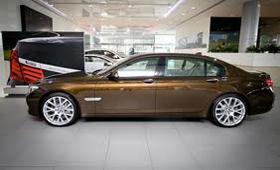 BMW представит BMW 7 Series UAE 40th Anniversary Limited Edition, который посвящен сорокалетию ОАЭ