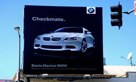 Биллборды стали ареной войны для Audi и BMW