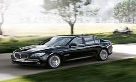 Фонд Нобеля арендовал для проведения премии дюжину BMW 7-Series