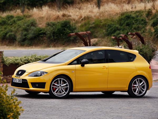 Новый Seat Leon Cupra получит 2.0 - литровый двигатель TSI и максимальную мощность 261 л. с.