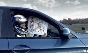 Иллюстратор нарисовал открытку на скорости в BMW М5