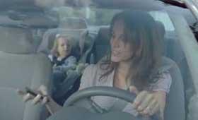 BMW: «держитесь за руль, а не за телефон»