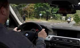 BMW поможет водителям аккуратно ездить на перекрестках