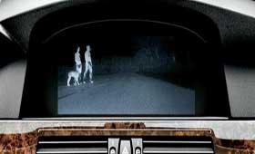 BMW презентовал новую систему обнаружения прохожих на плохо освещаемой дороге