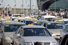 Автомобили нелегальных таксистов отправляются на спецстоянки