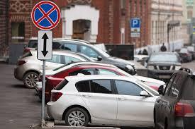 В столице могут разрешить паковаться под запрещающими знаками