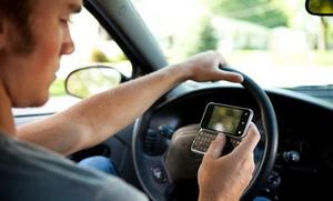Молодые водители чаще отвлекаются из-за интернета