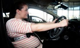 Как поступить беременной девушке, если ремень безопасности мешает?