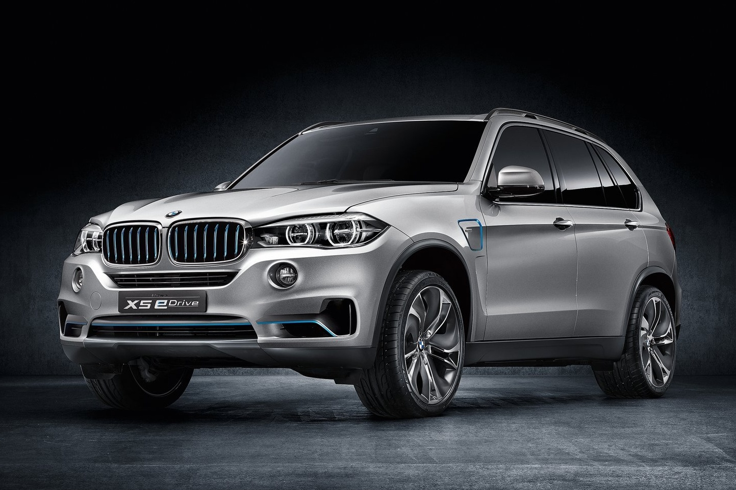 Гибридный BMW X5 на тестах